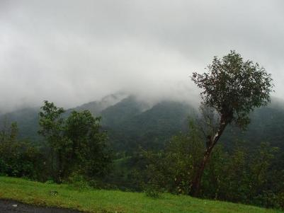 fog-between-the-mountains